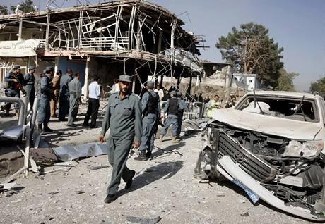 Následky výbuchu poblíž indické ambasády v Kábulu (8.10.2009)
