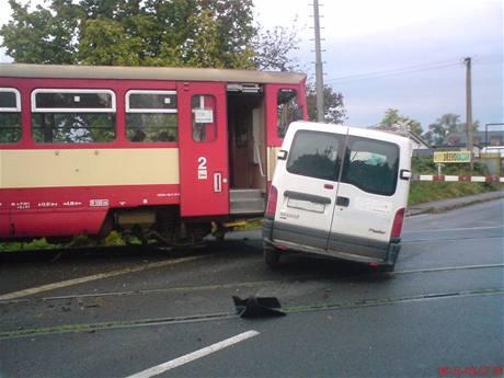 Tragický střet osobního vlaku a dodávky ve Slatiňanech u Chrudimi