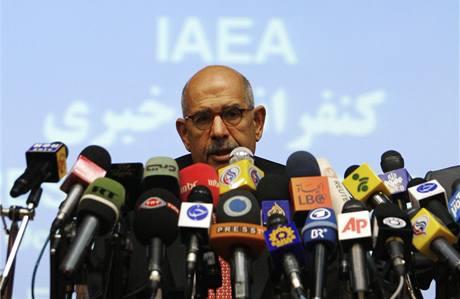 Muhammad Baradej po setkání s šéfem íránské agentury pro atomovou energii Alím Akbarem Sálehím  (4. října 2009)