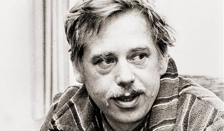 Václav Havel na snímku z 26. května 1978. Jako mluvčí Charty 77 byl před rokem ve vazbě. Do vězení se brzy vrátí - po procesu se členy VONS.
