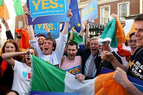 Irský prostý lid slaví přijetí Lisabonské smlouvy