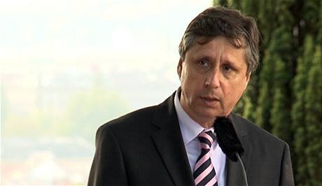 Teď je hlavně na premiérovi Janu Fischerovi, zda přidá do hry vlastního kandidáta na komisaře.
