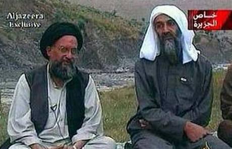 Ajmán Zavahrí (vlevo) s Usámou bin Ládinem