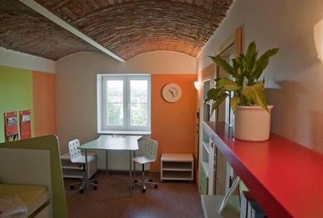 V dětském pokoji zůstaly i po renovaci původní klenuté cihlové stropy