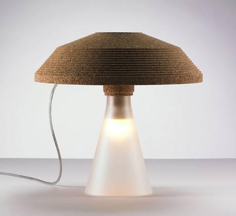 V kolekci Plug kombinuje designér Tomáš Král, který působí ve Švýcarsku, korek s sklo