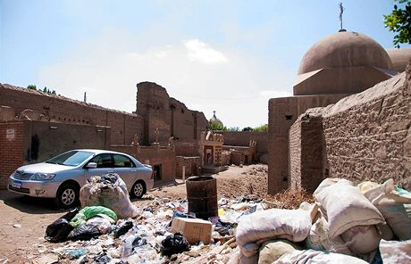 Trabantem Afrikou. Káhira je prý kvůli pogromu na prasata plná odpadků, podle všeho je jich plná od nepaměti