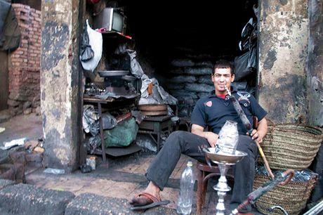 Trabantem Afrikou. Káhira. Uhlířovi vodní dýmka jen tak nevyhasne, stát mu ji ale zakázal