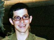 Starý snímek izraelského vojáka Gilada Šalita