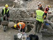 Archeologové pokračují ve výzkumu na Národní třídě. Gotické sklepy nakonec památkáři zřejmě zachovají a v budoucnu je zpřístupní veřejnosti