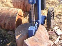 Vertikální štípačka dřeva s velkým výkonem