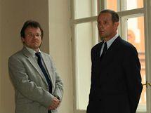 Podnikatel Petr Semerád (vpravo) je obžalován z podvodu. Na snímku s advokátem