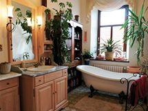 Retro koupelna s litinovou vanou