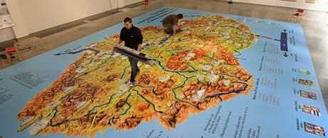Obří mapa České republiky má rozměry 11 krát 8 metrů
