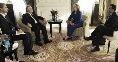 Americká ministryně zahraničí Hillary Clintonová jedná s arménskou diplomacií o dohodě s Tureckem. (10. října 2009)