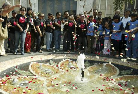 Indonésie si připomíná výročí teroristických útoků na Bali (12.10.2009)