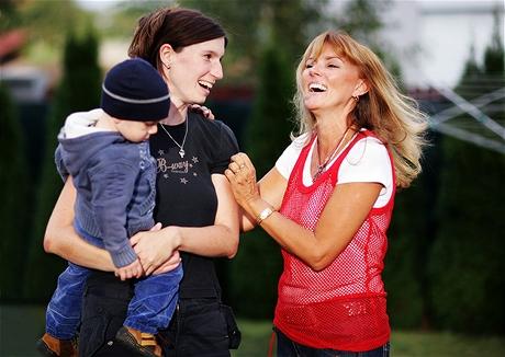 Eva Brabcová s dcerou a vnukem