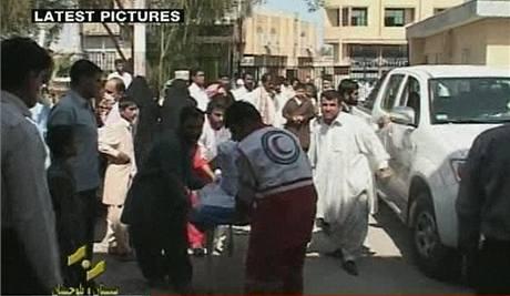 Televizní záběry po atentátu na revoluční gardy na jihovýchodě Íránu (18. října 2009)