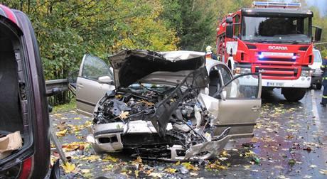 Nehoda dvou aut u Bečova nad Teplou