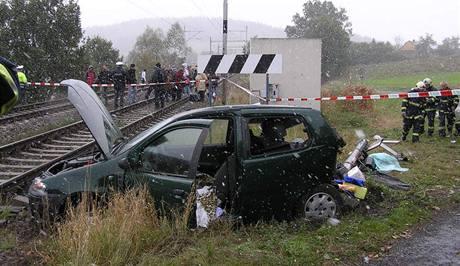Řidič osobního auta nepřežil střet s vlakem mezi obcí Nekvasovy a Kovčínem