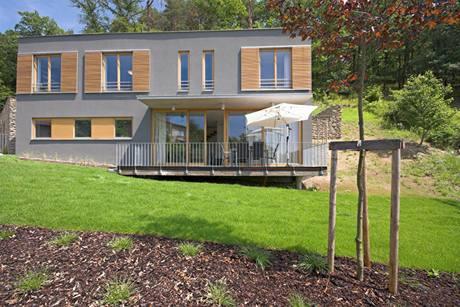 Koncept zahrady navrhl zahradní architekt Dan Petr, provedení dokončila specializovaná firma