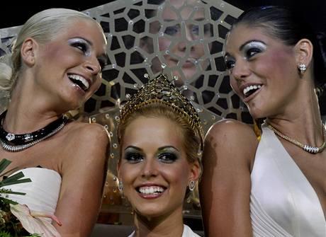 Vítězky maďarské Miss Plastic: zleva - druhá vicemiss Alexandra Horvathová, vítězka Réka Urbanová  a první vicemiss Edina Kulcsarová