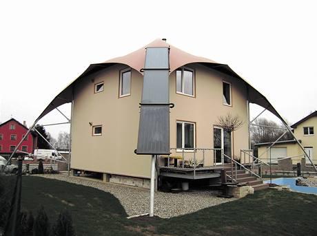 Dům s obrovským deštníkem