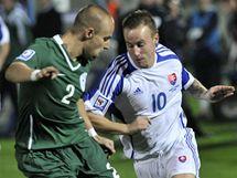 Slovensko - Slovinsko: domácí Miroslav Stoch (vpravo) a Miso Brecko