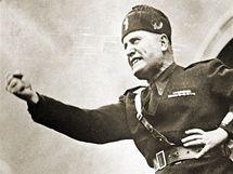 Italský fašistický diktátor Benito Mussolini při projevu v roce 1934.