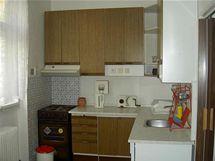 Původní kuchyně s nábytkem po předchozím nájemníkovi