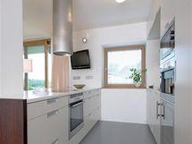 Do kuchyně byla použita praktická litá podlaha