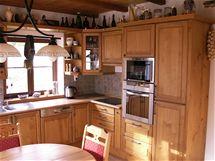 Rustikální kuchyně ze smrkového masivu