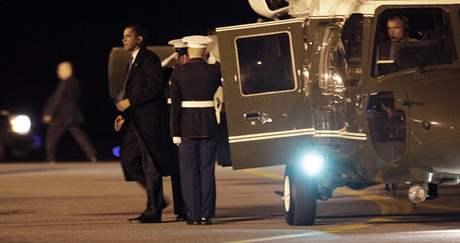 Americký prezident Obama přiletěl na vojenskou základnu v Delaware uctít padlé z Afghánistánu (29. října 2009)