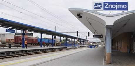 Opravené nádraží ve Znojmě nyní splňuje přísné normy Evropské unie. Cestující budou moci jezdit do Vídně bez přestupu v Šatově.
