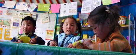 Mongolská školka v jurtě.