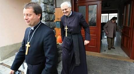 Milan Vavro, slavkovský farář a Jan Peňáz (vpravo), farář ze Křtin