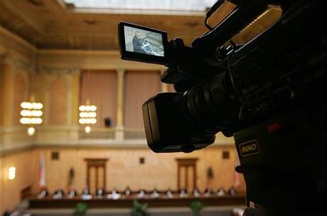 Jednání Ústavního soudu sledovalo sedmdesát novinářů, z toho polovina zahraničních (27. října 2009)