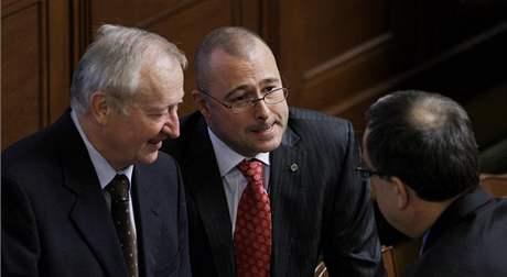 Jednání Sněmovny. Zleva ministr financí Eduard Janota, ministr obrany Karel Barták a Miroslav Kalousek