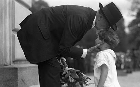 31. května 1925 se konaly v Lánech legionářské slavnosti. Za děti legionářů přišla Masaryka pozdravit dcera jednoho z nich.