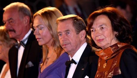 Slavnostního předávání státních vyznamenání na Pražském hradě se účastnil i exprezident Václav Havel. (28.10.2009)