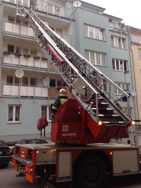Zásah hasičů v Merhoutově ulici v Kunraticích (22.10.2009)