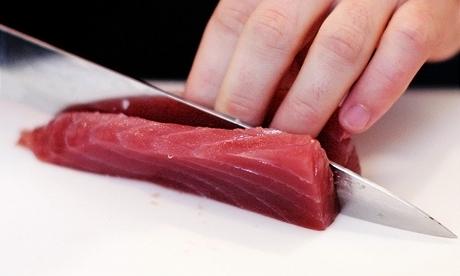 Tuňák je jednou z nejoblíbenějších ryb používaných k přípravě sushi. Velmi populární je také losos.