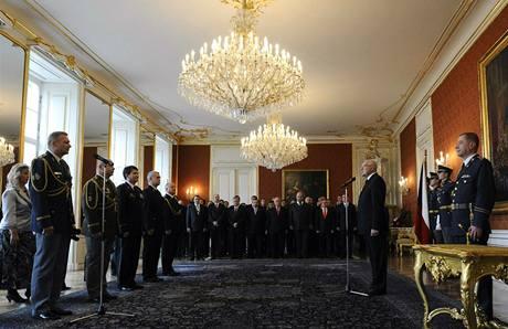 Prezident Václav Klaus jmenoval na Pražském hradě pětici důstojníků do generálských šarží (28. října 2009)