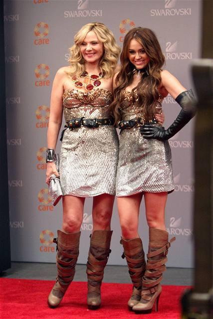Kim Cattrallová a Miley Cyrus na natáčení filmu Sex ve městě 2