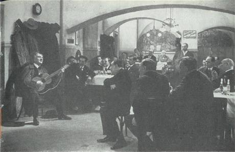 Karel Hašler (vlevo) ve filmu Písničkář z roku 1932