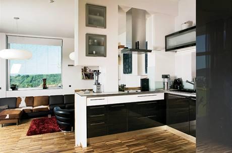 Kuchyně v černém a bílém laku