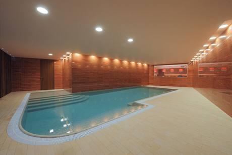 12metrový bazén je vybavený protiproudem