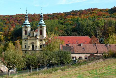 Klášter v Dolním Ročově, schoulený v hlubokém údolí, čeká jako Šípková Růženka na své znovuzrození