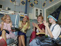 Klaunové vystoupili s projektem Úsměv pro život na oddělení onkologie v brněnské Dětské nemocnici.