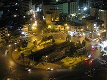 """Kruhové objezdy jsou v Ammánu číslované podle vzdálenosti od centra. Tohle je """"trojka"""" v noci."""