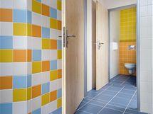 Nemocniční hygienické zázemí nemusí být barevně sterilní